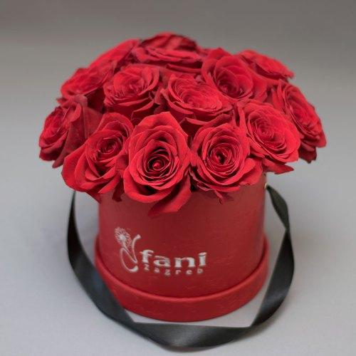 crvene-ruže-u-crvenoj-flower box-kutiji
