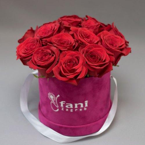 crvene-ruže-u-ljubičastoj-pliš-kutiji_flower box