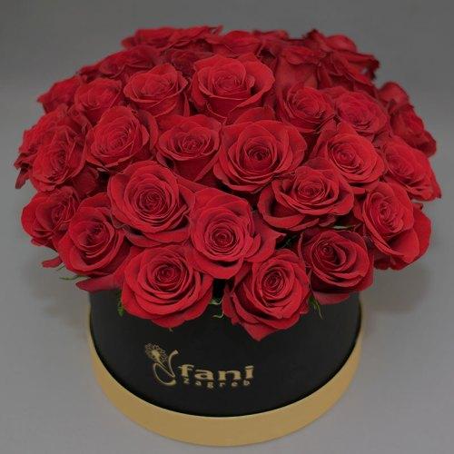 crvene-ruže-u-crnoj-flowerbox-kutiji
