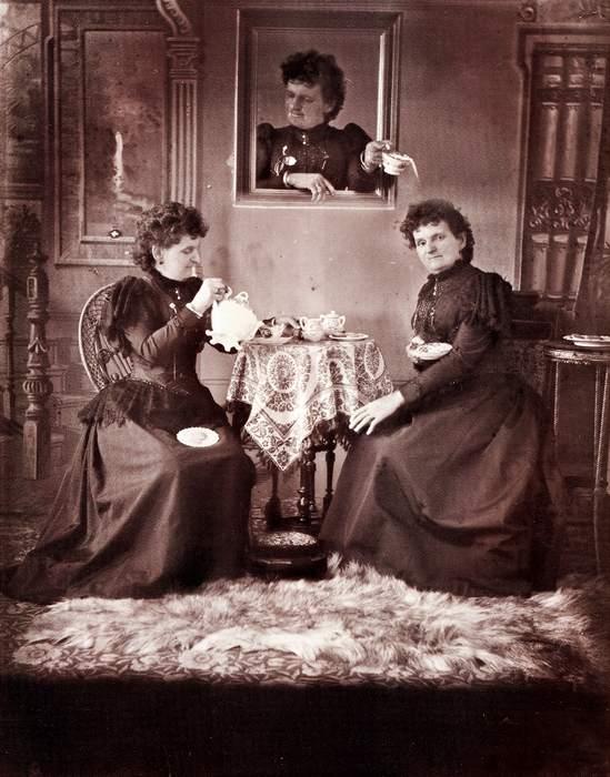 Hannah Maynard, [autoportrait, photographie truquée], c. 1893