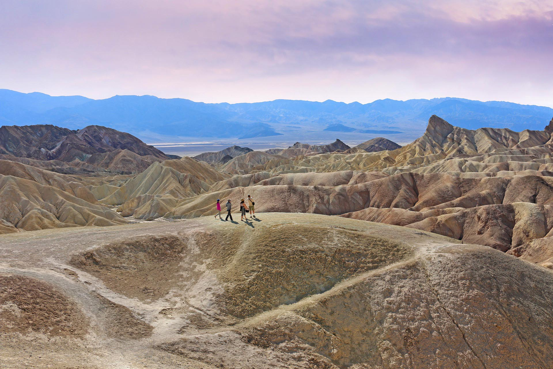 Photo Tripping America - Death Valley - Camping World