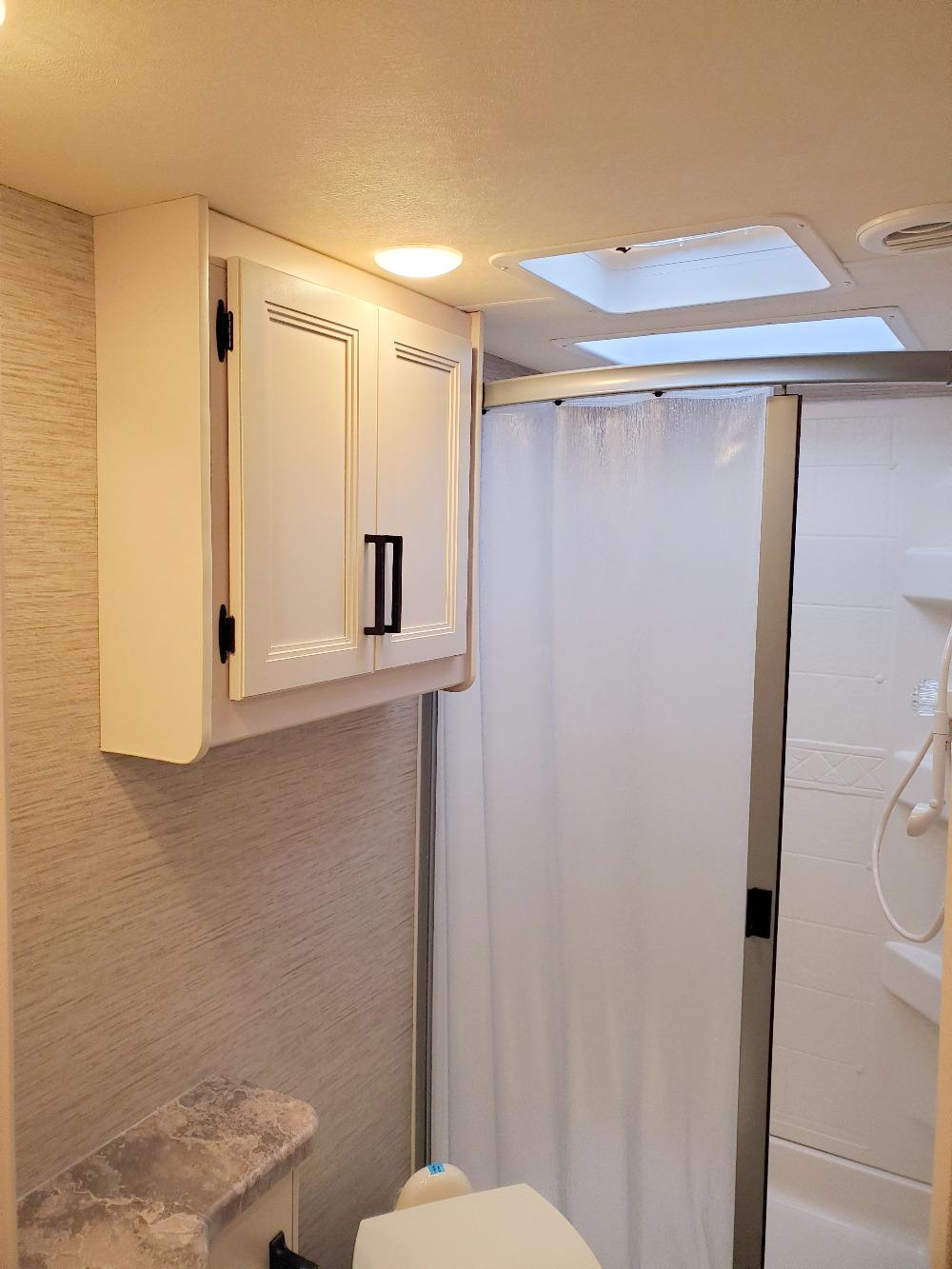 Thor Four Winds 27R Bathroom