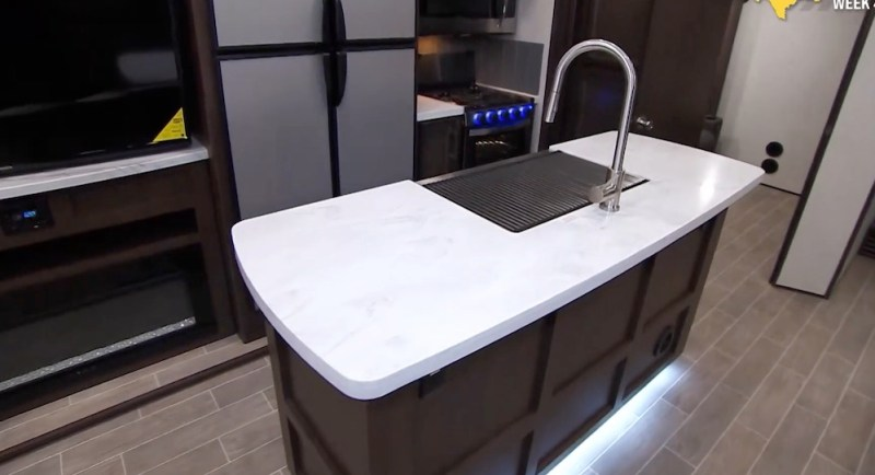Kitchen Dutchman Atlas 3552MBKB