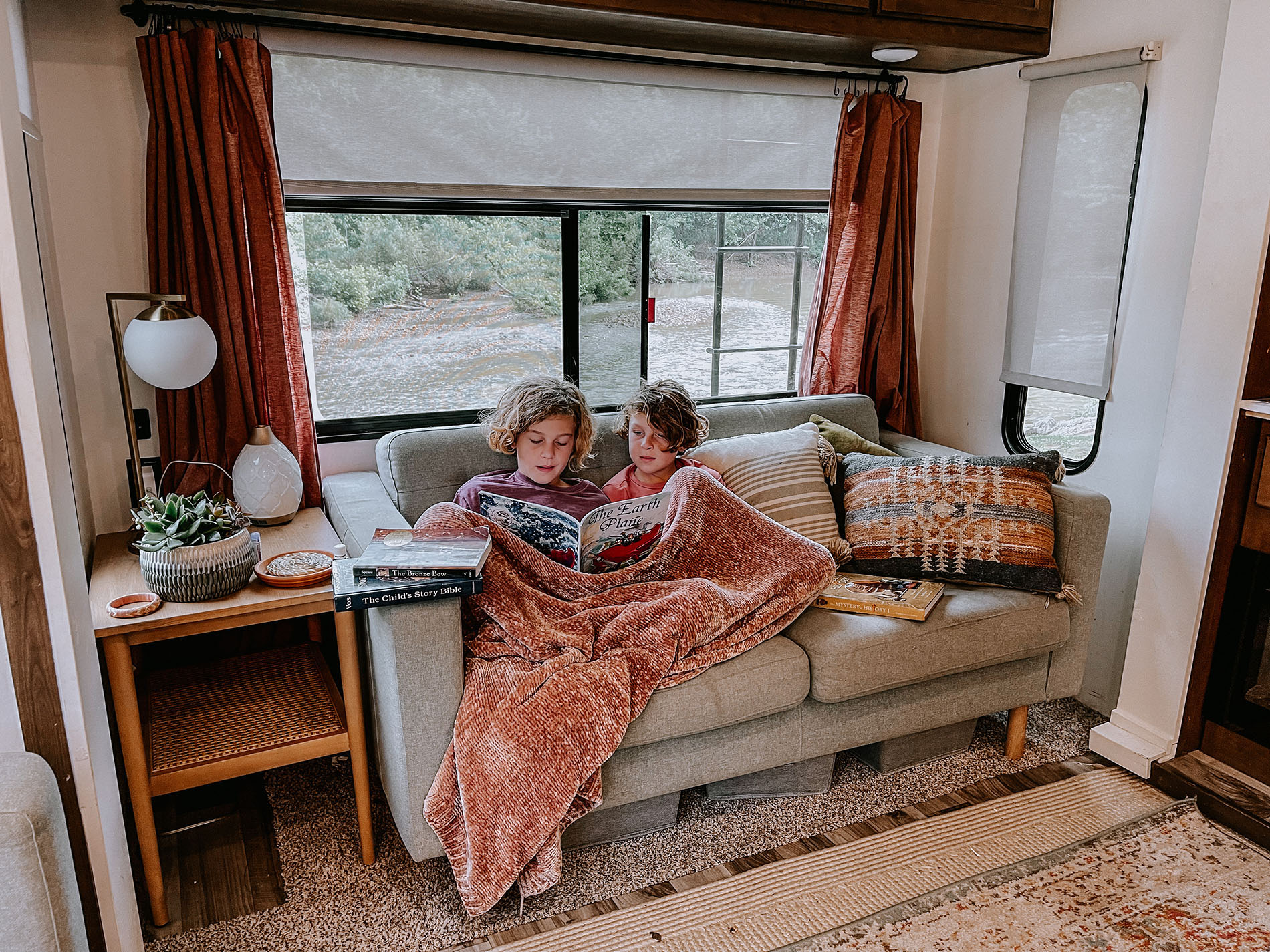 RV end table lamp