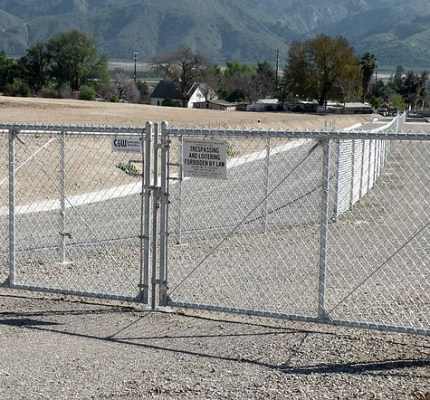 We install all grades of private and commercial fencing and gates