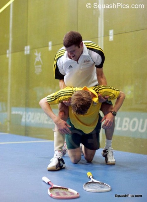 CG04 Quarters - Ricketts gives team-mate Boswell a helping hand 06CG1077