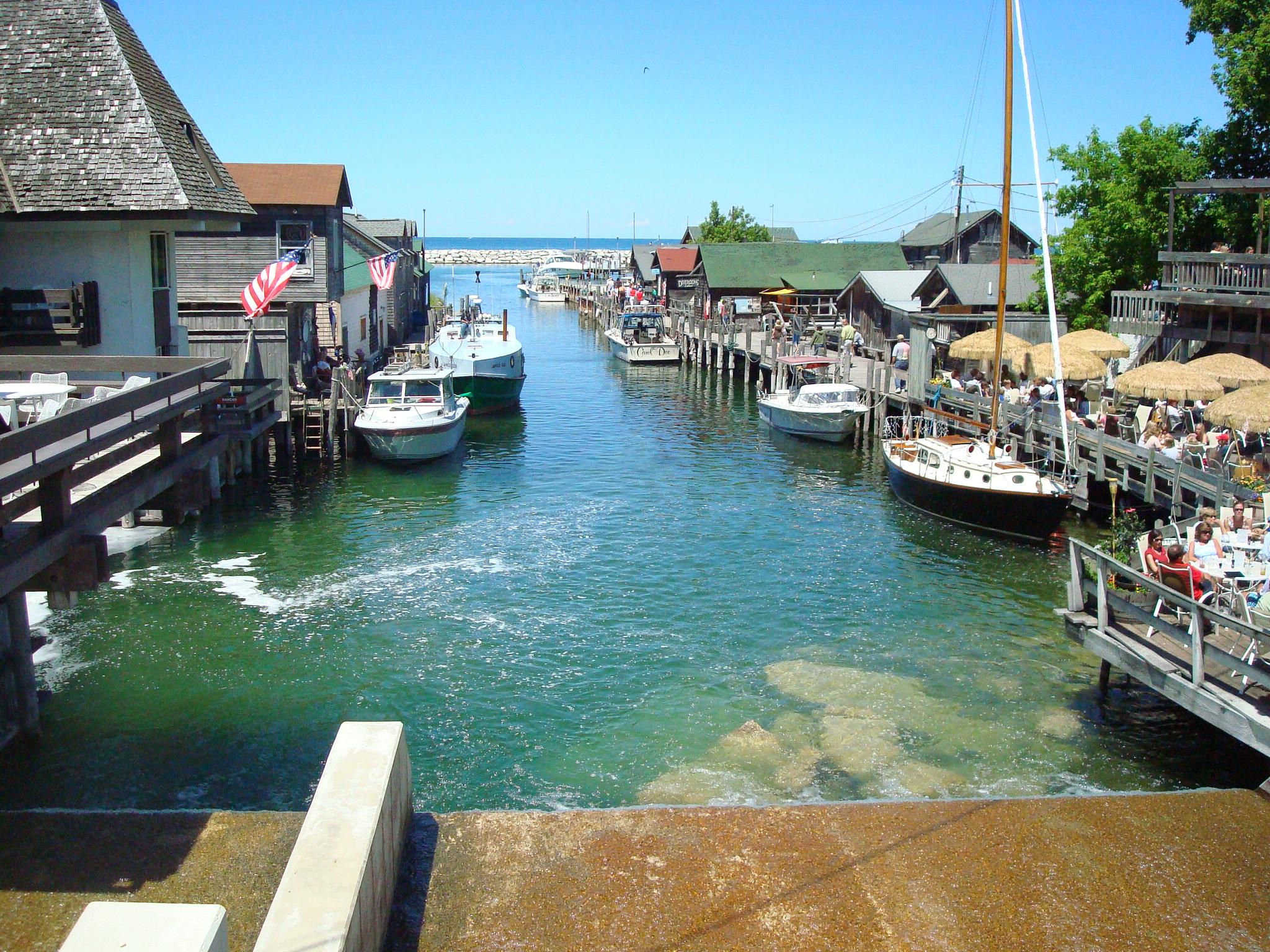 Leland s fishtown c worthy charter fishing for Traverse city fishing charters