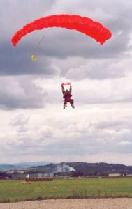 2001-07-parachute-16