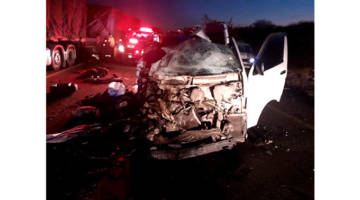 Bus Carrying Zimbabwean Returnees Collides With A Minibus In South Africa, Four People Killed