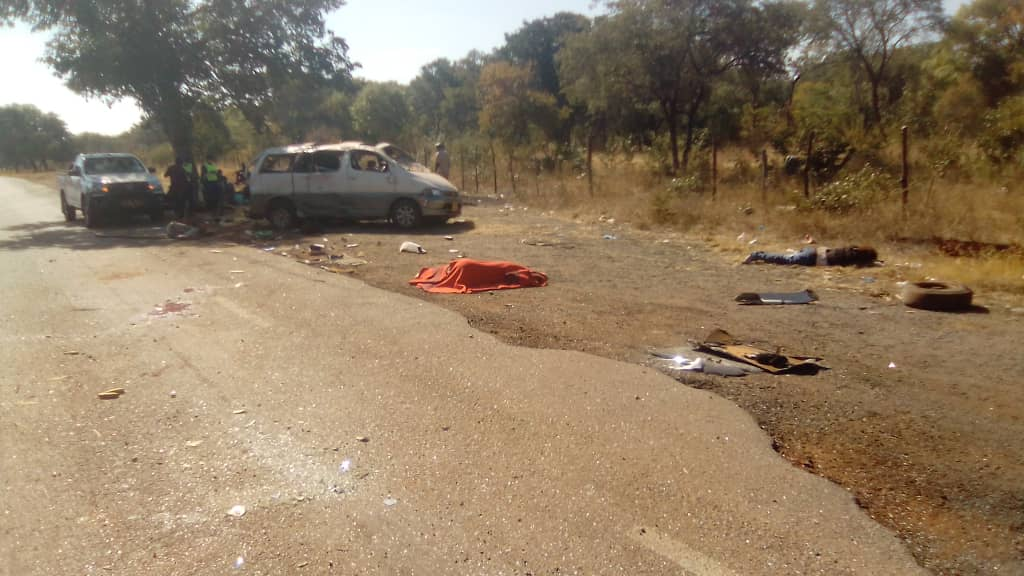 3 Dead & 15 Injured In Accident Along Victoria Falls Road Involving Another Toyota Granvia