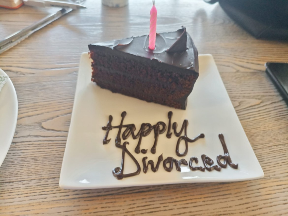Woman Hangs Out With Ex-Hubby, Cuts Cake While Celebrating Their Divorce