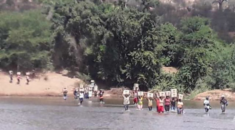 Desperate Man Crosses Limpopo River Carrying His Brother's Corpse On His Back