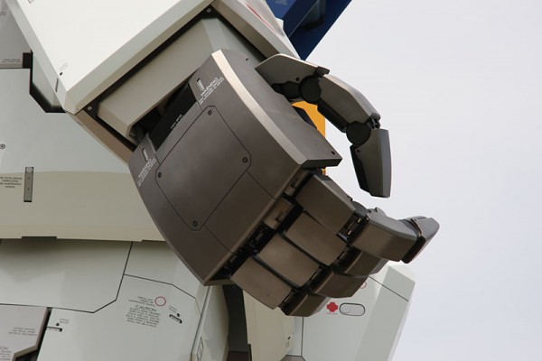 gundam4196c 600x400 A Giant Robot in the Streets of Tokyo!