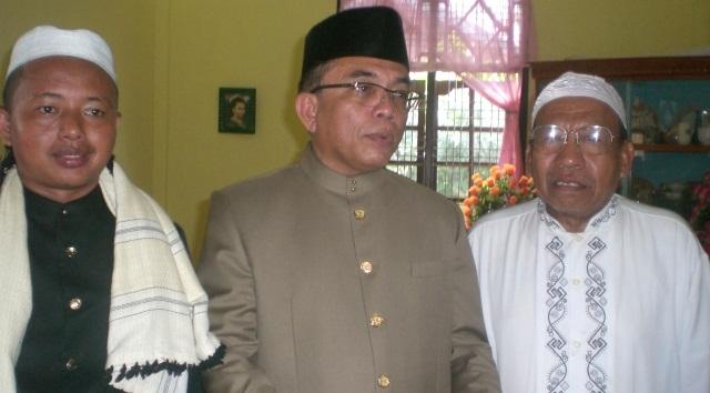 Pimpinan Dayah Darul Hikmah bersama Gubernur Aceh