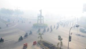 210979-riau-diselimuti-kabut-asap-akibat-kebakaran-hutan-antara-photo-55ea3aad789373bd104fc66f