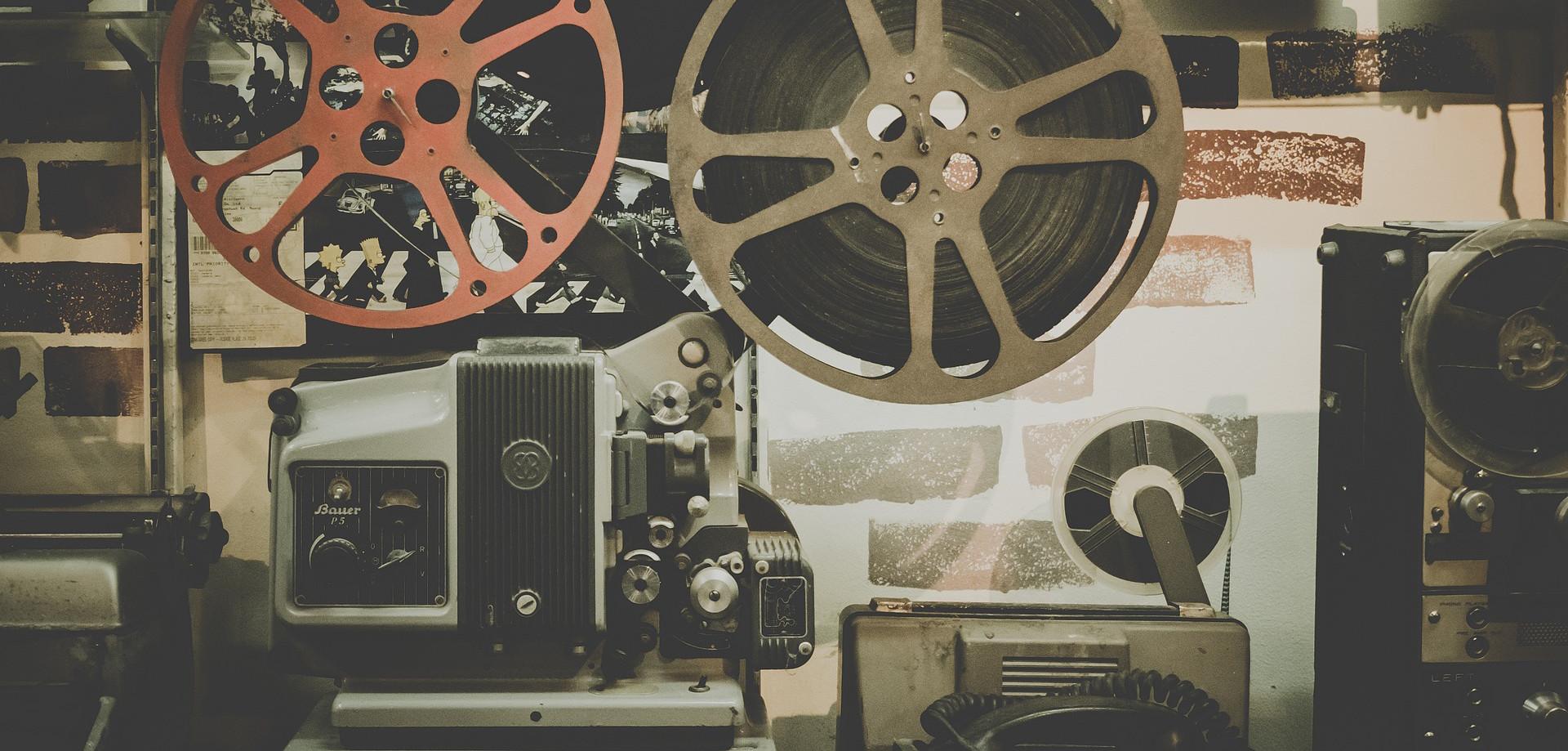 Britské kiná zaznamenali minulý rok 140 prípadov pirátstva