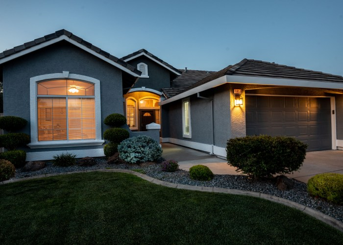 Twilight 1853 Hilmerton Cir. Roseville