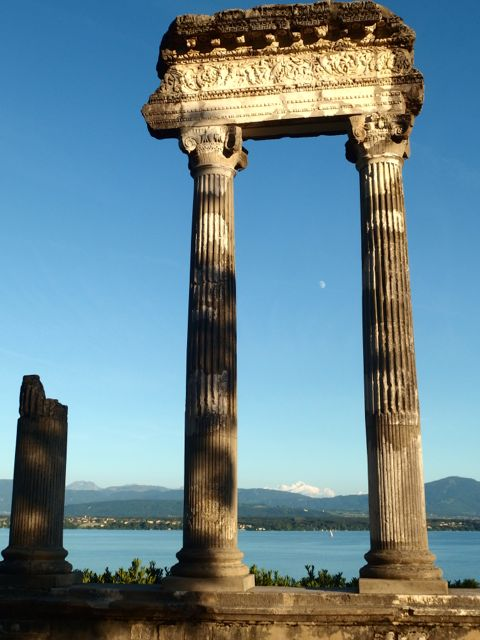 If you look closely, the Roman columns form a border around Mont Blanc.