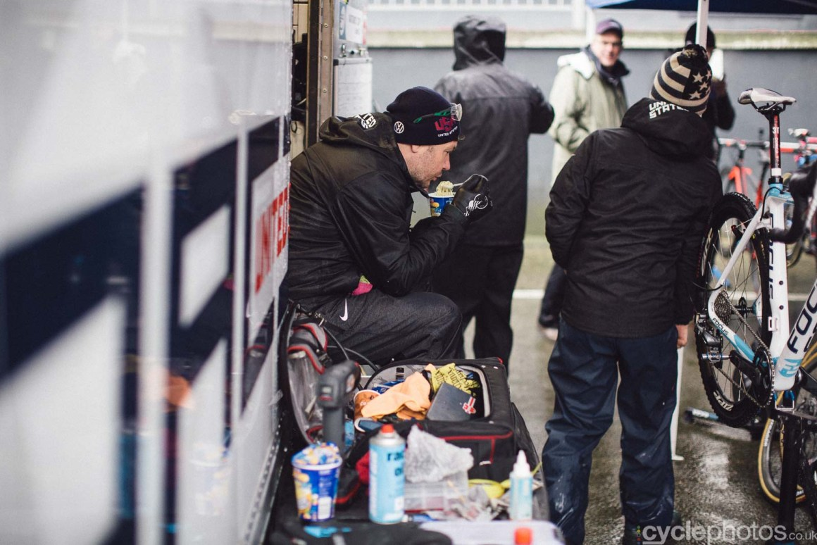 2016-cyclephotos-cyclocross-world-championships-zolder-120319-lunch