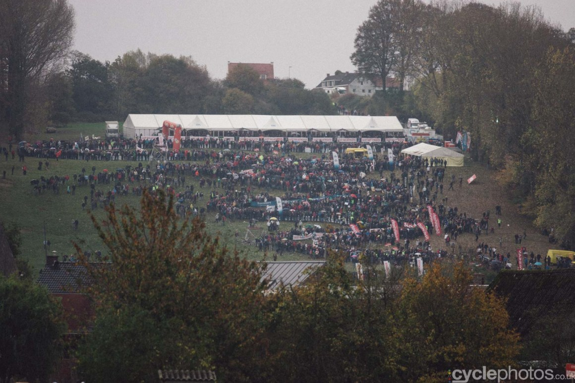 2011-cyclephotos-cyclocross-koppenberg-155906-crowds