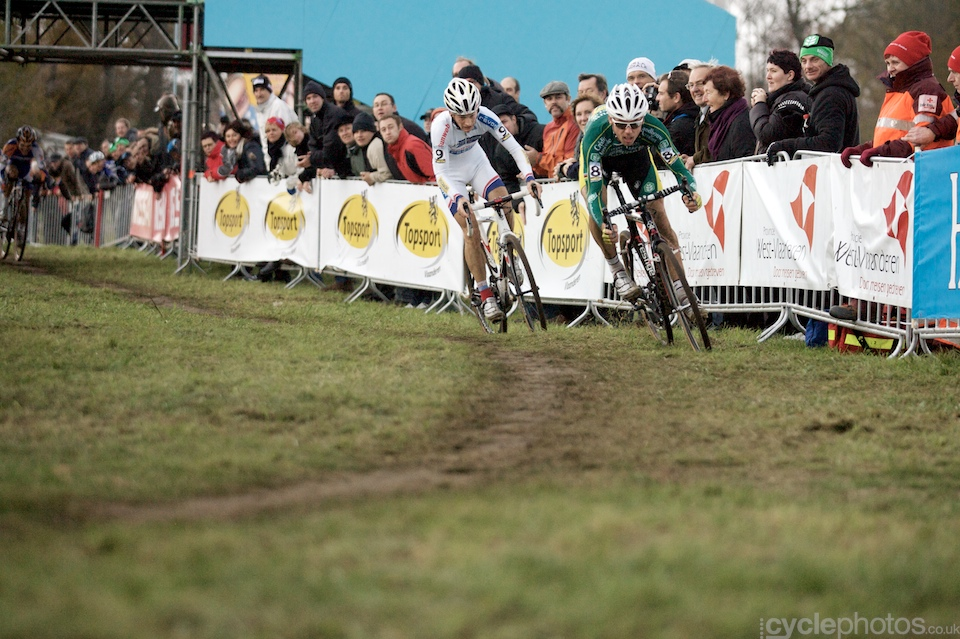 Sven Nys launches the final attack before the finish line at the 2011 Koksijde Cyclo-cross World Cup