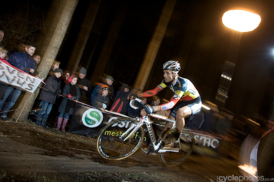 Niels Albert had showed a good form since he returned and after two podium places last week, he conquered the top spot with an emphatic win.