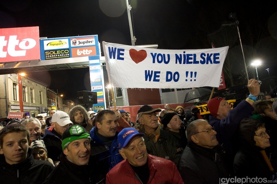 The Niels Albert supporters gave their hero a big cheer when he stepped on the top of the podium.