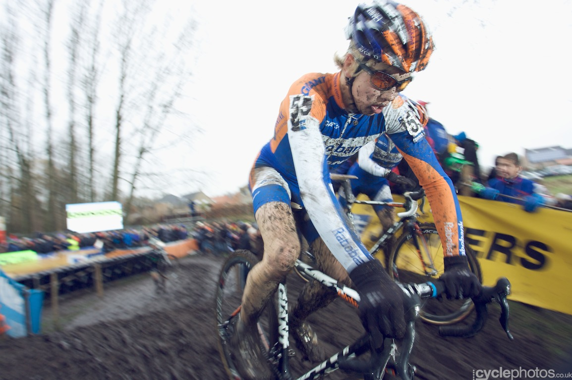 Gert Jan Bosman jumps back on the bike in the last lap of the fifth round of the Bpost Bank Trofee Azencross in Loenhout.
