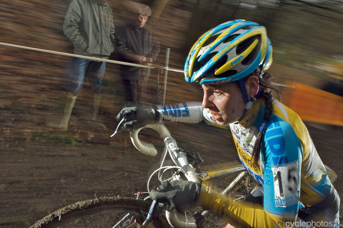 Nikki Harris in the second lap of the Druivencross cyclocross race in Overijse, Belgium. Photo by Balint Hamvas / Cyclephotos.co.uk