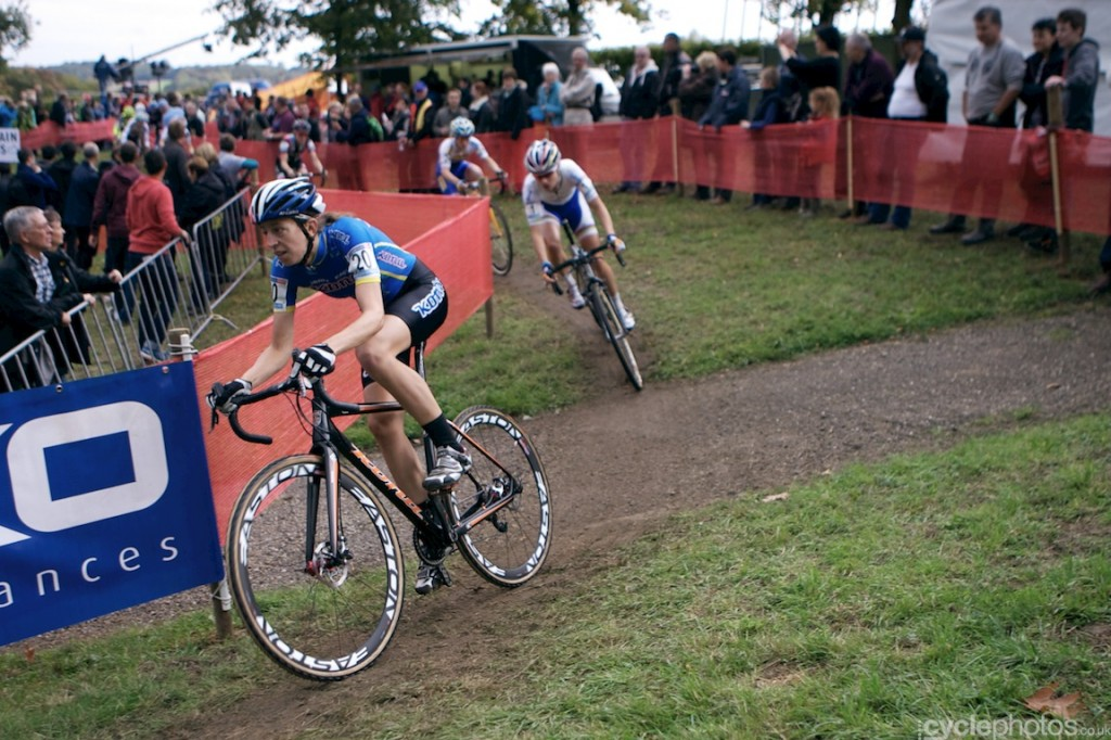 Helen Wyman leads the field in the first lap of the women's cyclocross World Cup race at Valkenburg