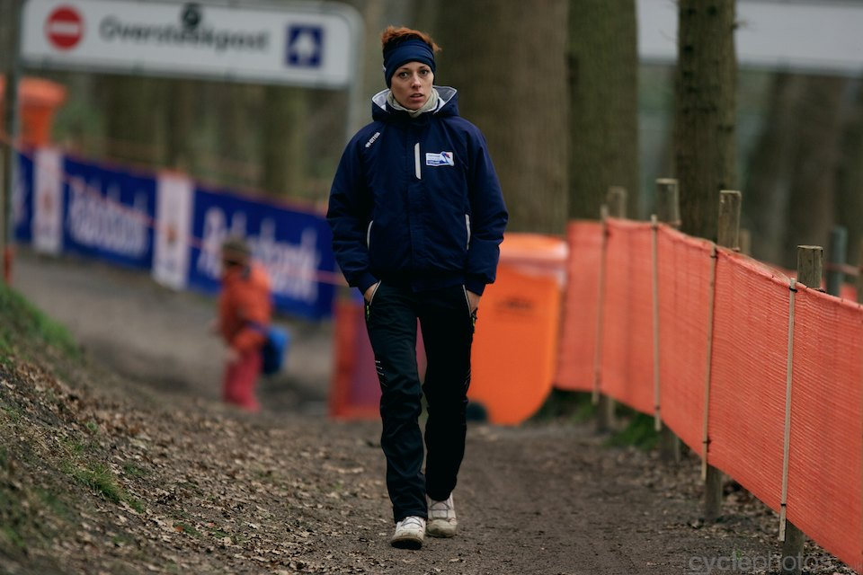 Lucie Chainel-Lefevre recces the course on foot.