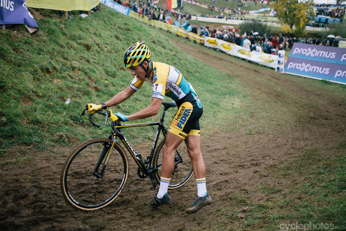 Tom Meeusen dismounts in the penultimate lap the Bpost Bank Trofee cyclocross race in Ronse. Photo by Balint Hamvas / cyclephotos.co.uk