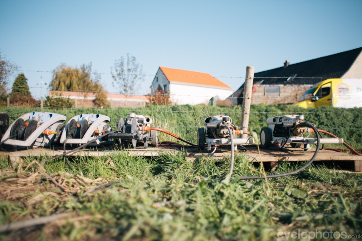 2014-cyclocross-bpost-bank-trofee-koppenbergcross-water-pumps-144345