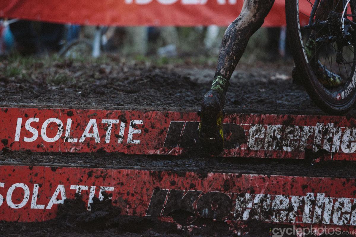 2014-cyclocross-bpost-bank-trofee-essen-muddy-leg-155302