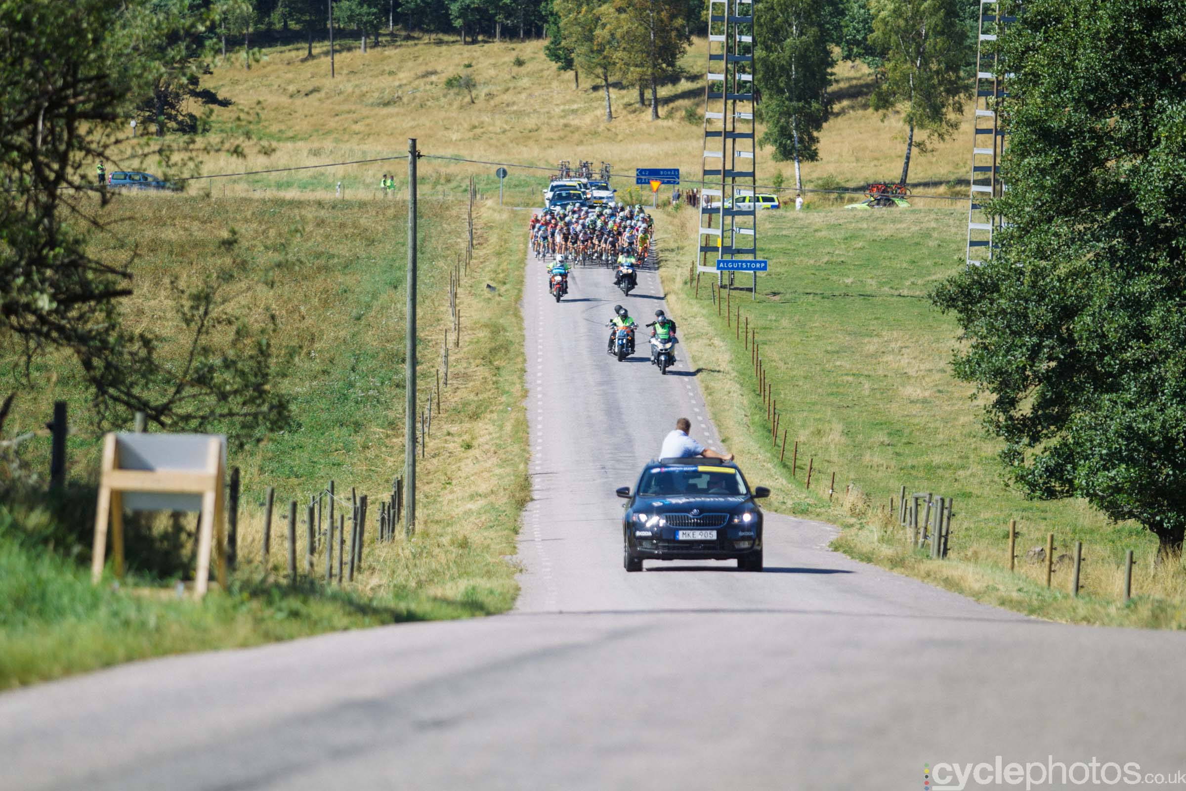 The peloton starts the climb for the fifth time during the 2015 edition of the Vargarda women's World Cup race