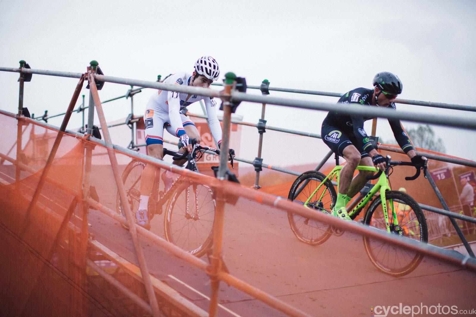 2015-cyclephotos-cyclocross-valkenburg-155725-sven-nys-wout-van-aert
