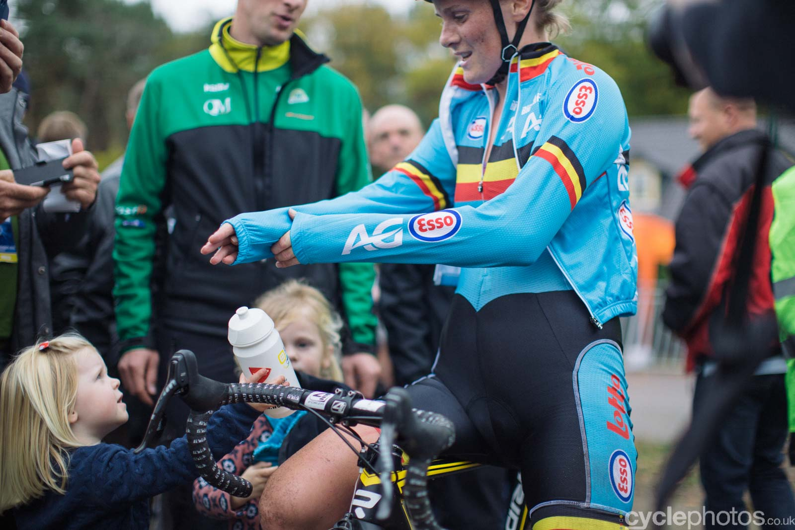 2015-cyclephotos-cyclocross-eucx-huijbergen-143019-loes-sels