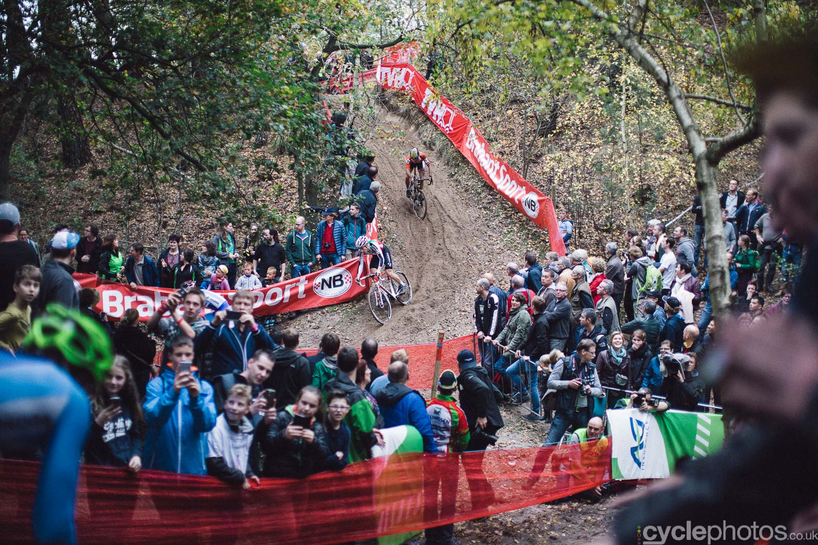 2015-cyclephotos-cyclocross-eucx-huijbergen-151706-crowds
