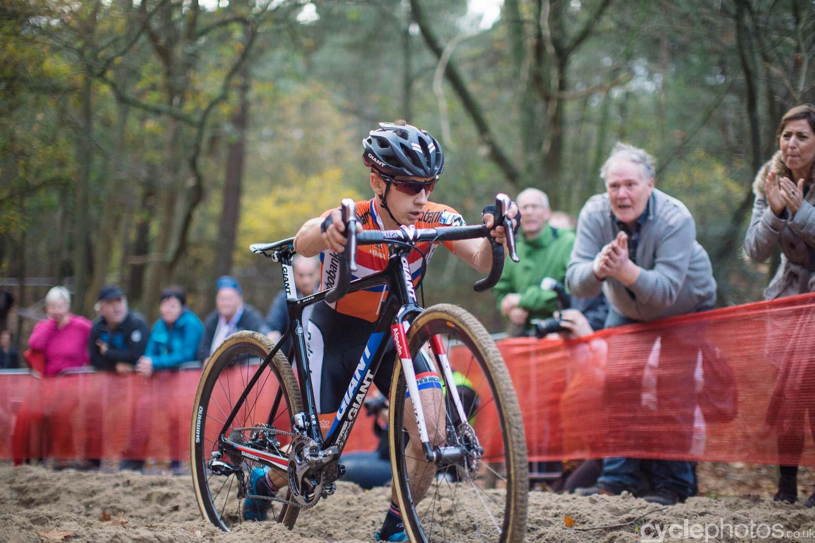 2015-cyclephotos-cyclocross-eucx-huijbergen-154747-lars-van-der-haar