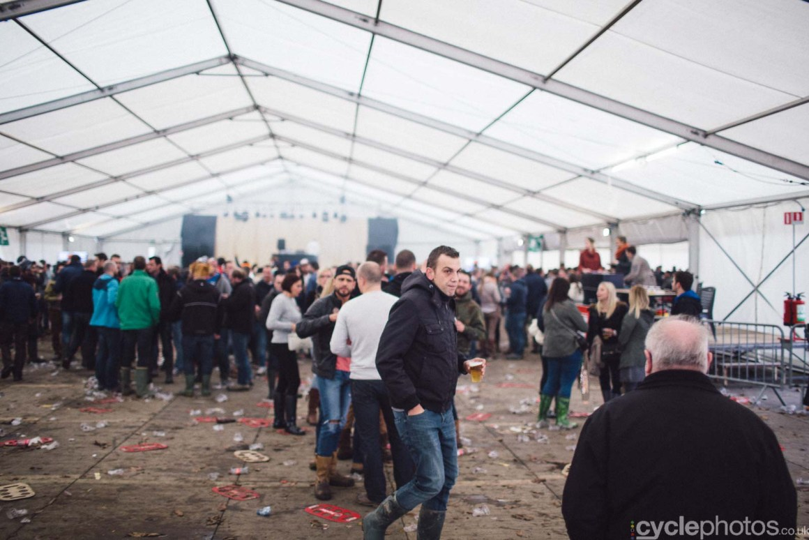 2015-cyclephotos-cyclocross-gavere-145645-beer-tent