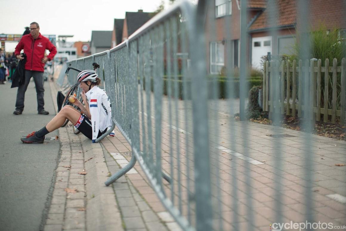 2015-cyclephotos-cyclocross-ruddervoorde-142828-helen-wyman