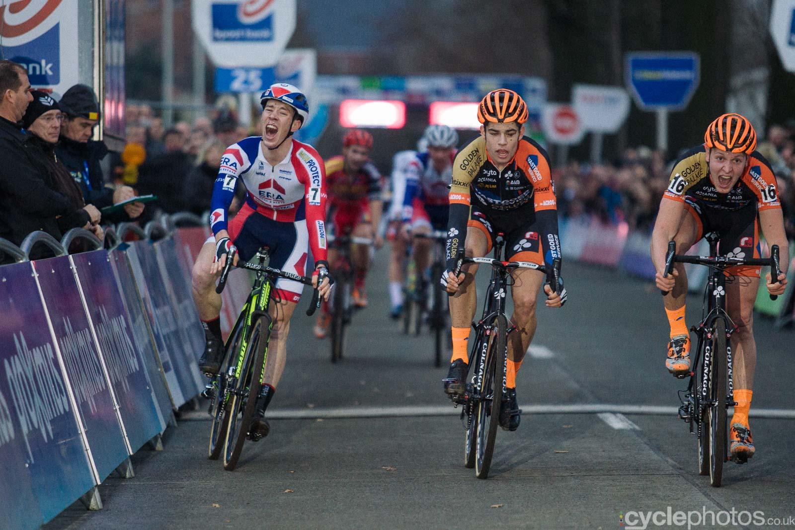2015-cyclephotos-cyclocross-azencross-155731-sprint-finish