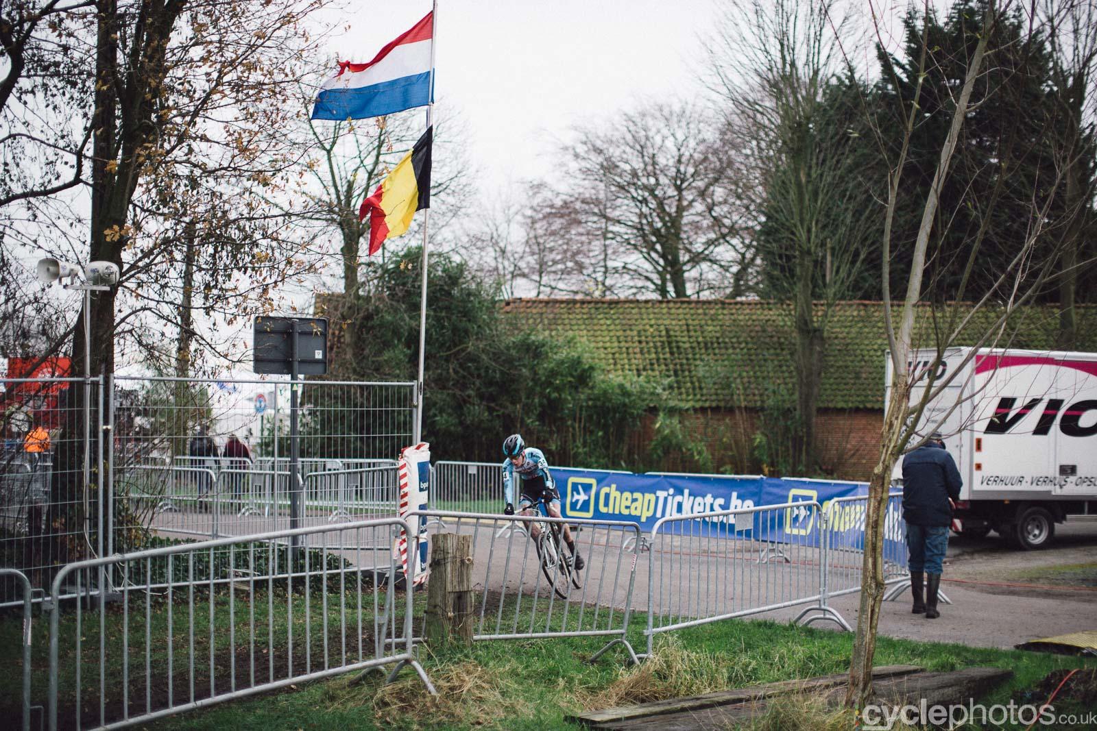 2015-cyclephotos-cyclocross-essen-111120-border