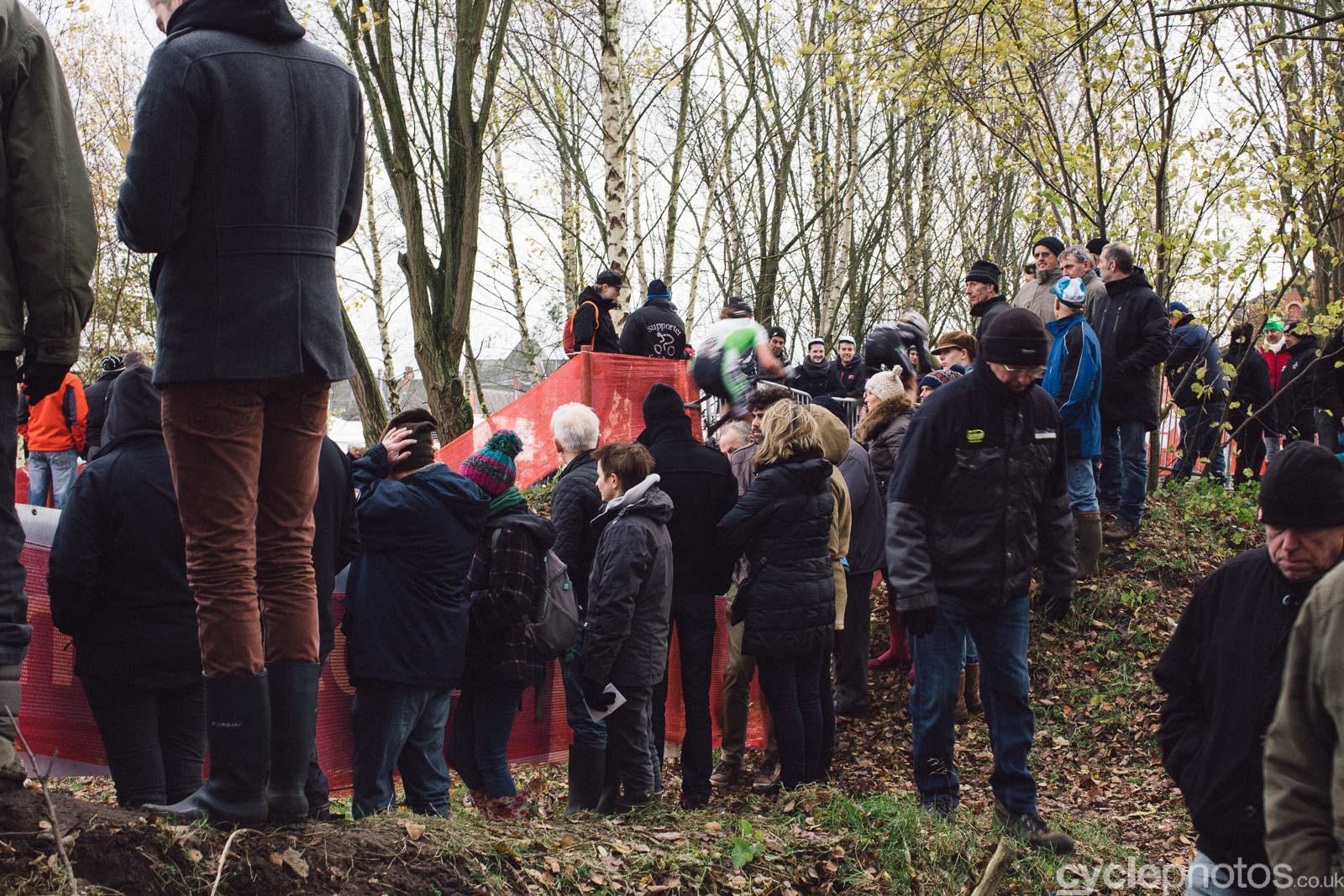 2015-cyclephotos-cyclocross-essen-141619-crowd