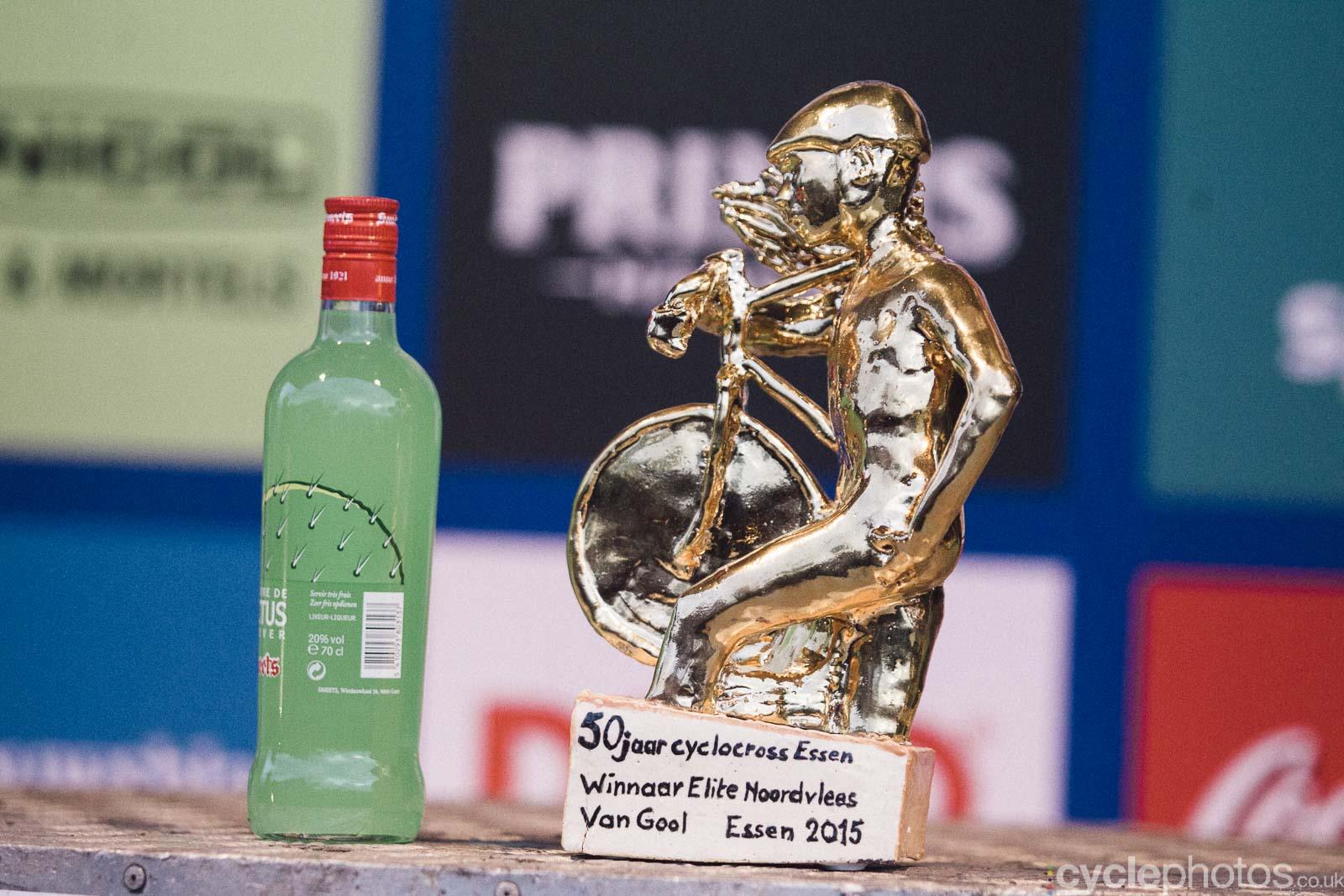 2015-cyclephotos-cyclocross-essen-162528-prize