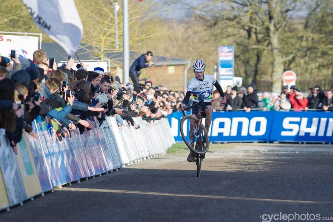 2016-cyclephotos-cyclocross-lignieres-160046-wheelie