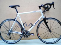 Fourche monocoque carbone,montage CAMPAGNOLO CENTAUR 10 vits, roues CAMPAGNOLO SHAMAL ULTRA