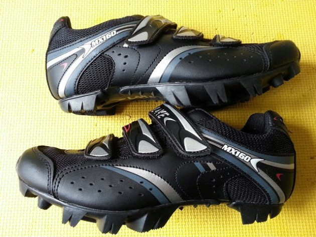 Lake MX160 features Action Leather uppers with mesh panelling and a chunky rubber sole.
