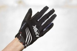 Back of the Oren gloves has snot panel, pre-curved Lycra fourchettes between the fingers and perforated lycra