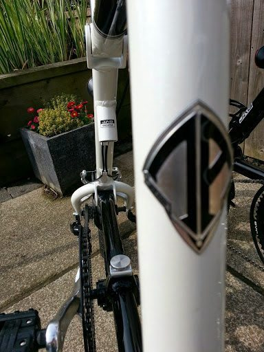 Reassuringly the Nanoo is just missing a seat tube to make it a traditional diamond frame